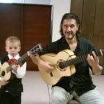 Alex-Gordez-Guitarist-with-student