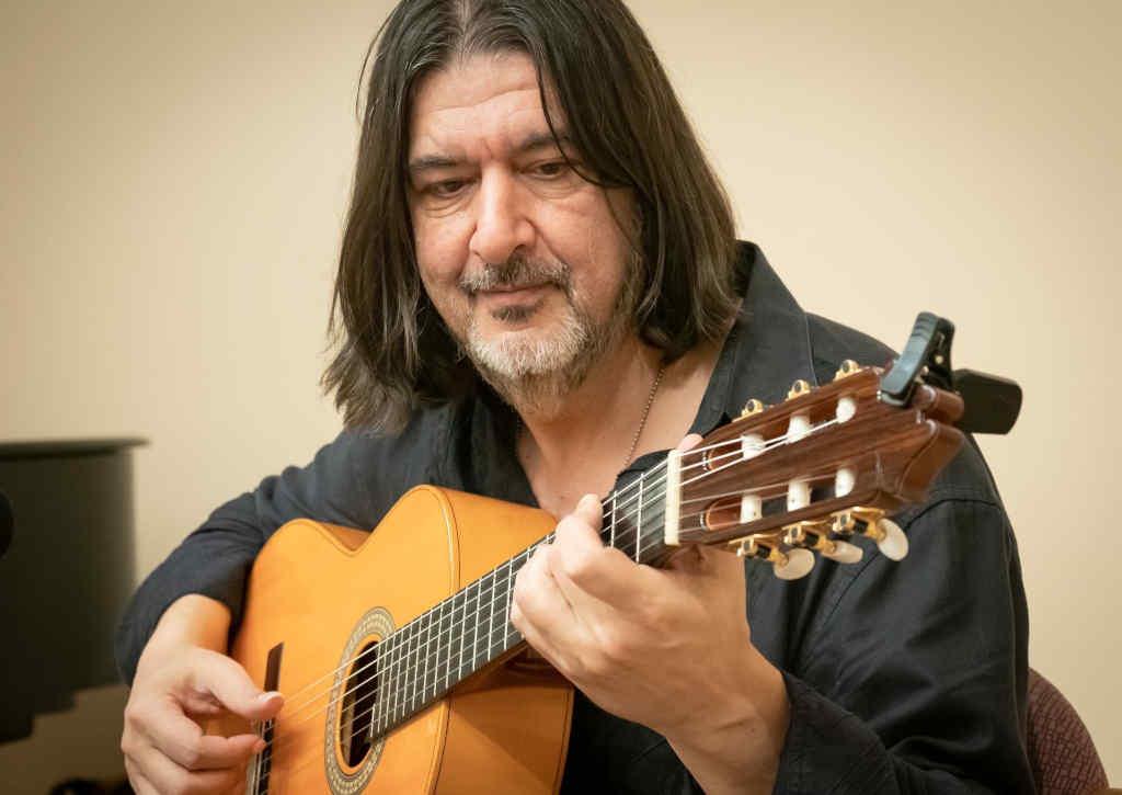 Alex-Gordez-Guitarist-8_1024x725